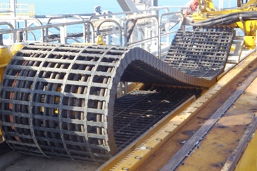 Energy chain in the overall drilling equipment of the drilling vessel including horizontal and vertical pipe handling