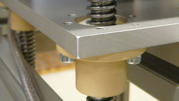 Height adjustment with trapezoidal thread